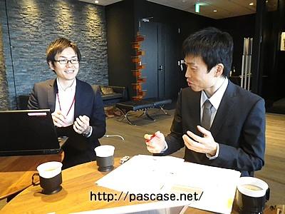 転職エージェントの永井さんと面談している画像
